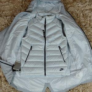 9e45c9dbb5d2 Nike Jackets   Coats - Nikes Down Fill Aeroloft 2 in 1 Jacket
